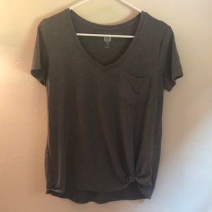 Relaxed fit t-shirt with pocket and knot